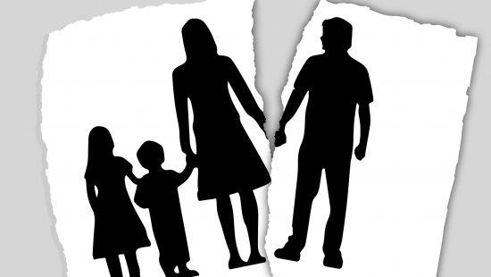 family-3090056_1920